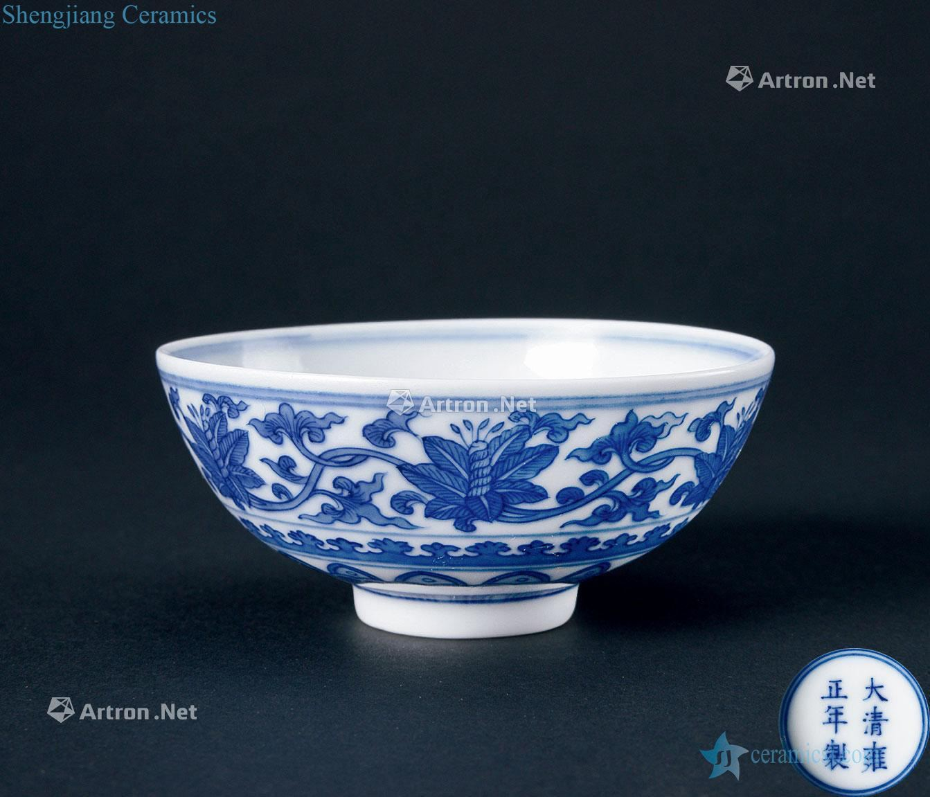 In the qing dynasty (1644-1911) blue and white tie up branch flowers grain small bowl
